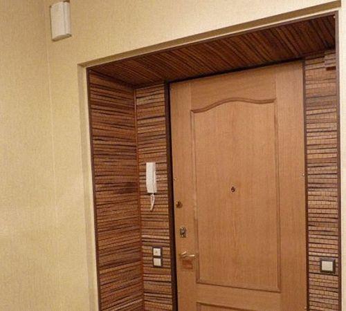 versanții opțiunilor de ornamentare a ușilor de intrare
