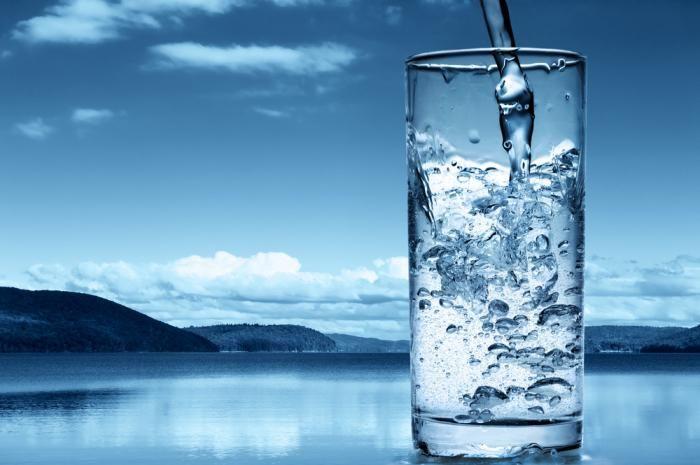 compararea apei potabile înainte și după curățare