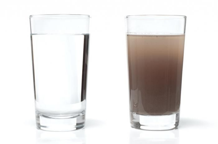 apă înainte de curățare și apă după curățare