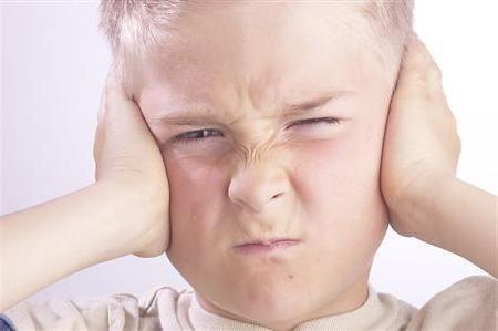 provoacă inflamarea urechii