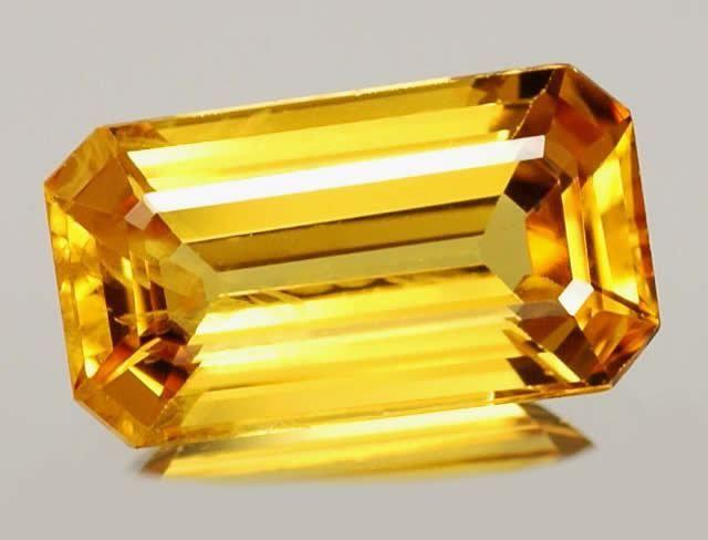 Sapphire galben piatră