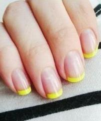 vesta galbenă pe unghii